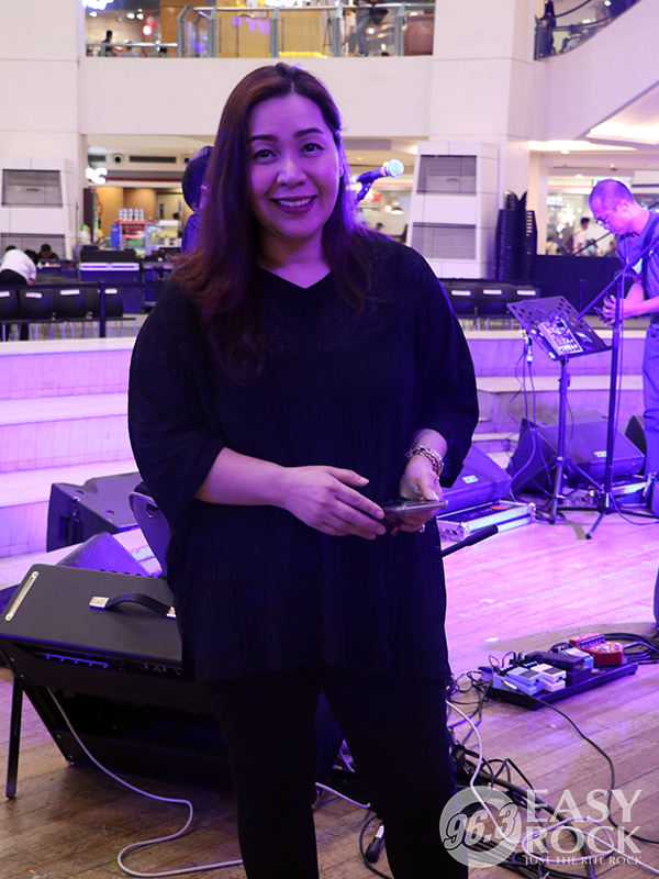 DJ Chloe Easy Rock After-work Mall Tour at Trinoma